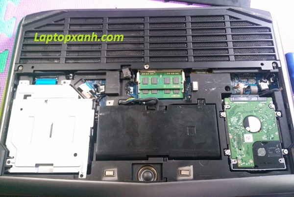 Vệ sinh laptop Alienware M18 (bên trong)
