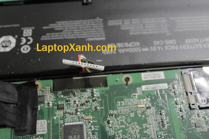 7-ve-sinh-laptop-razer