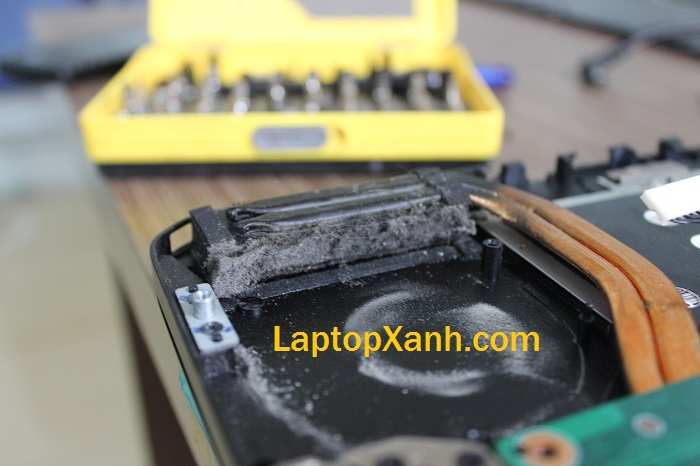 11-bui-ban-ben-trong-laptop-razer