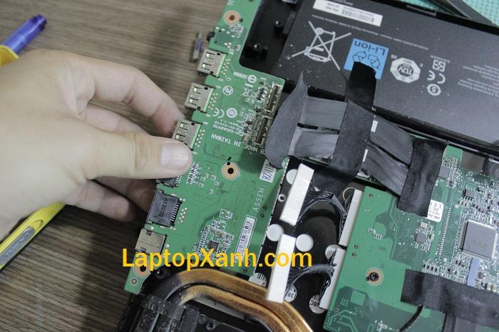 8-ben-trong-laptop-razer